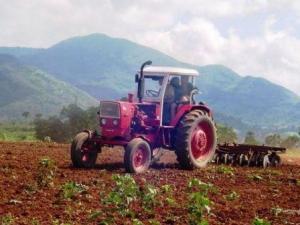 arado-tierra-agricultura